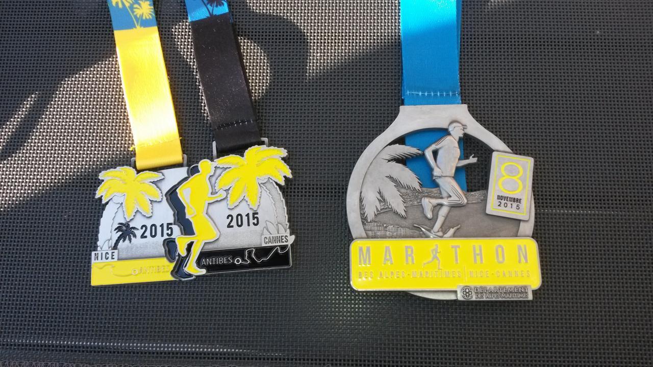 les médailles du marathon et du relais 2x21 km