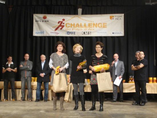 Récompenses Challenge Pays d'aix 2010 ; Frédérique ( à gauche) 3éme V2
