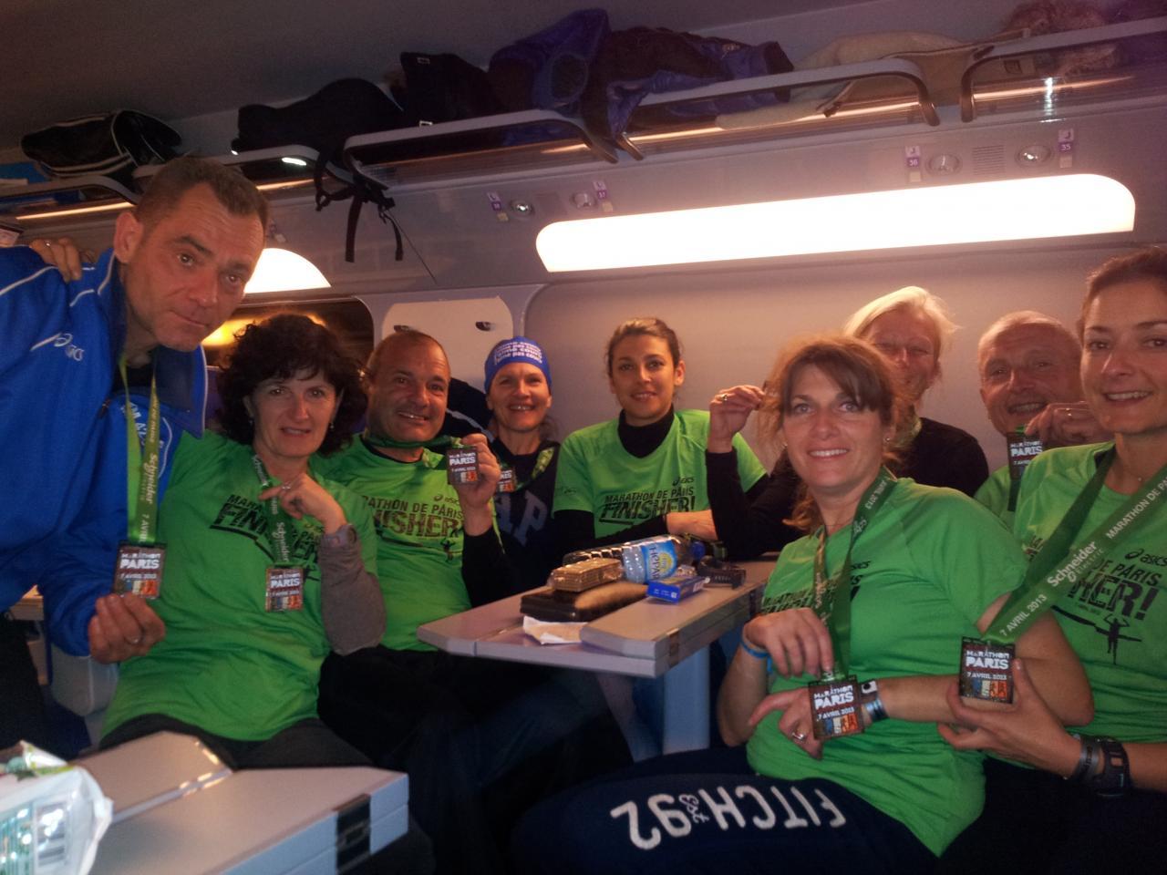 Les Marathoniens de Paris 2013 dans le train du retour